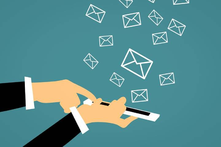 How Are Push Notifications Different from Email Marketing?