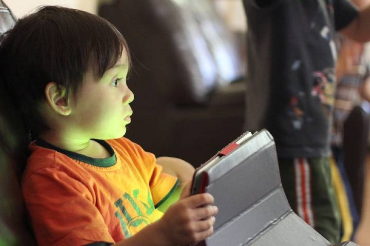 How can You Monitor Your Child's Internet Activity Remotely?