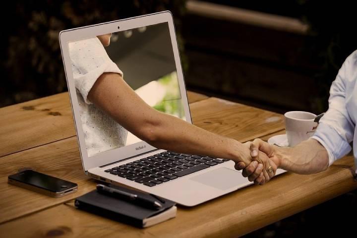 Top Tips for Improving Customer Communication Online